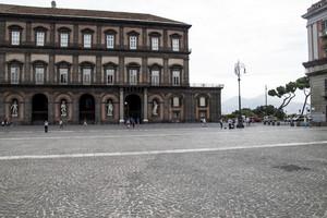 Piazza del pebliscito con Vesuvio