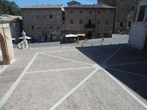 Piazza Duca Federico, vista dalla Galleria Nazionale