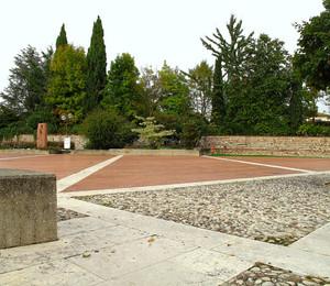 Piazza Schondorf a Povolaro.