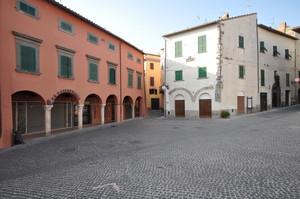 Piazza Vittorio Emanuele, Canino