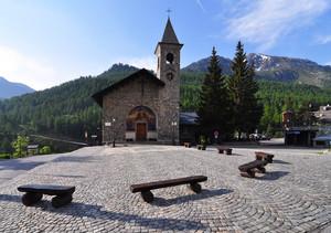 Caratteristica piazza di montagna