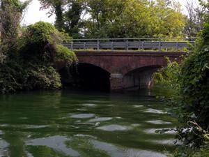 un ponte sul naviglio