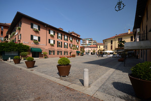 Piazza De Cristoforis (2)