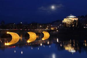 Ponte Vittorio Emanuele I a Torino, in notturna