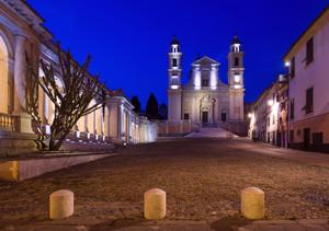 Piazza Marconi in notturna