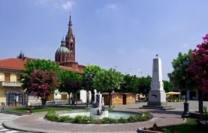 la fontana e l'obelisco in piazza…