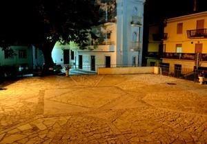 """"""" Una piazza lastricata d'oro! """" – Piazza Municipio – Filignano ( Isernia )"""