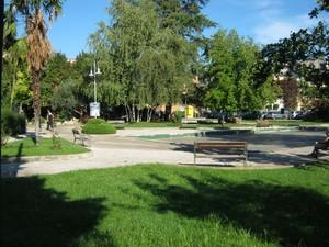 Piazza con giardini