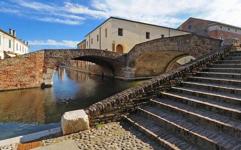 ''..da ponte..in ponte..in ponte..'' - Comacchio