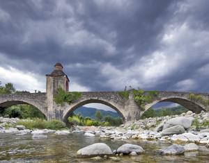 Un ponte sul torrente Magra