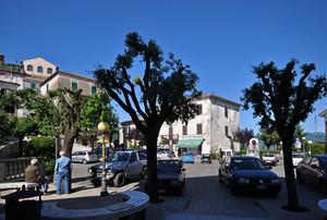 una piazza/parcheggio