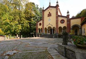 Una Piazza Neogotica