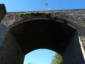 Ponte su via del Castello