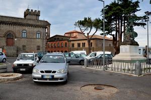 piazza,parcheggio,castello