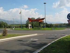 Un aereo in piazza