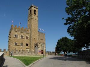 """il """"Pratello"""" davanti al """"Castello"""""""