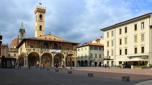 Piazza Cavour con Castello