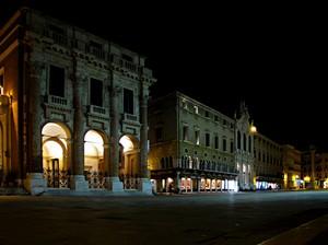 Piazza dei Signori in notturna