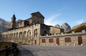 Piazzale del Santuario di San Magno
