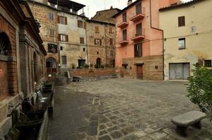 Piazza e Fonti