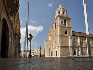 per terra in Piazza Duomo