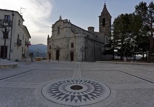 La Chiesa di Sant' Eustachio e la piazza