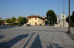Ombre lunghe in piazza castello