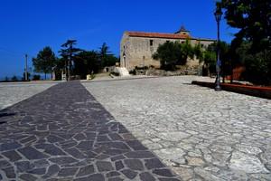 """""""Un tappeto srotolato in piazza"""" – Piazza Castello – Vairano Patenora (Caserta)"""