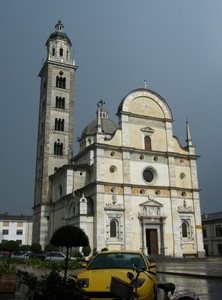 Giallo in Piazza Basilica