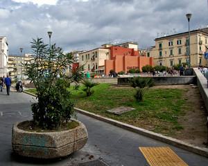 una volta piazza Tarallo, oggi piazza Troisi