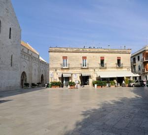 Tra la Cattedrale e il Castello