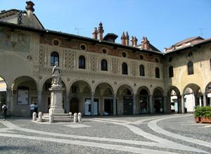 Il monumento a S. Giovanni
