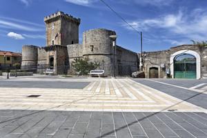 L'altro lato di piazza castello