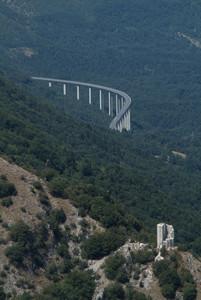 Leonessa (RI): il viadotto e la torre.