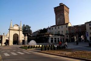Ingresso ai giardini Salvi e al centro storico di Vicenza.