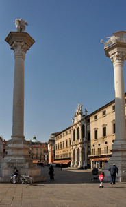 Le colonne della piazza