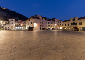 Piazza Mazzini in blu