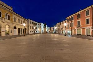 Piazza Garibaldi in blu