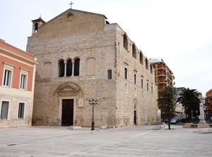 Piazza Cesare Battisti con la Chiesa della Madonna Incoronata