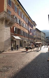 Trento: largo Giosuè Carducci.