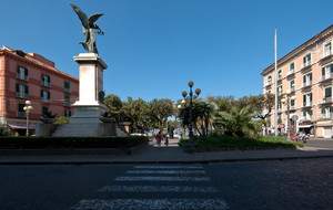 Piazza Monumento Backside