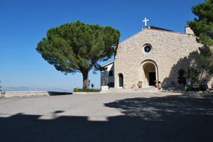 Piazzale antistante alla chiesa di Santa Maria del Monte