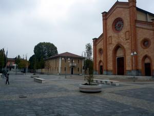 la piazza di villa cortese