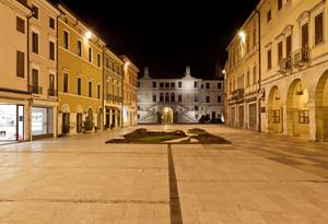Piazza Garibaldi in notturna
