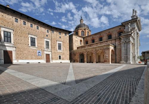 Urbino  U2013 Piazza Duca Federico Verso Il Duomo