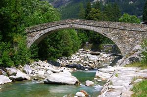 il ponte ristrutturato sul Lys…