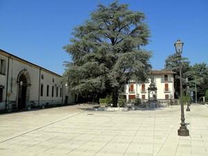 La piazza davanti al CUOA.