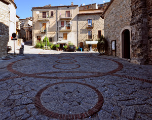 ombra lunga in Piazzale del Monastero