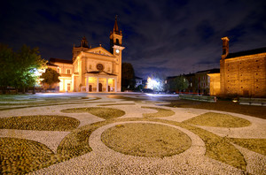 Piazza Toti by night