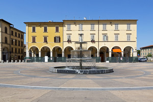 La piazza, la fontana e il palazzo